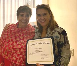 Mónica Escalante, Dean, Departamento de Español (left) and Yesika I. Fernandez, Dipl. I.A.A., Class of 2019